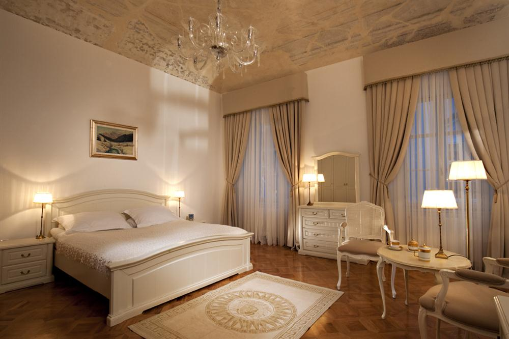 Master Bedroom Hotel hotels 4 you, hotels for you, hotel reservation, hotel booking